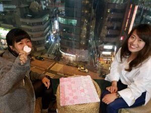 ハート将棋を楽しむ女性たち