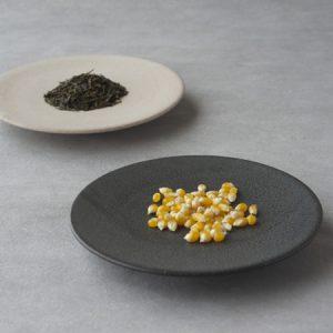 シンプルモダンなデザインの皿